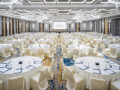 Không gian cùng các tiện nghi giành cho hội họp và sự kiện rất chỉn chu và hiện đại.