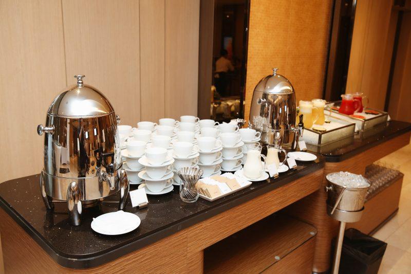 Tiệc trà chuẩn bị sẵn sàng cho khách tham dự