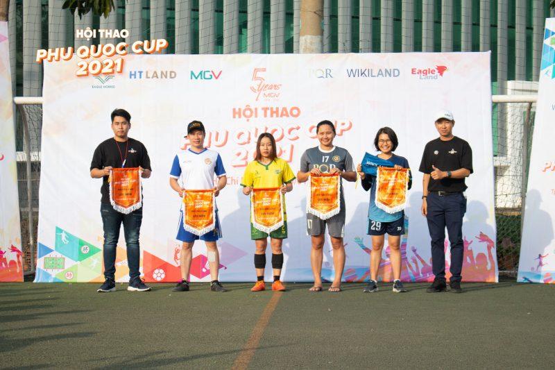 BTC trao giải cho các môn thi